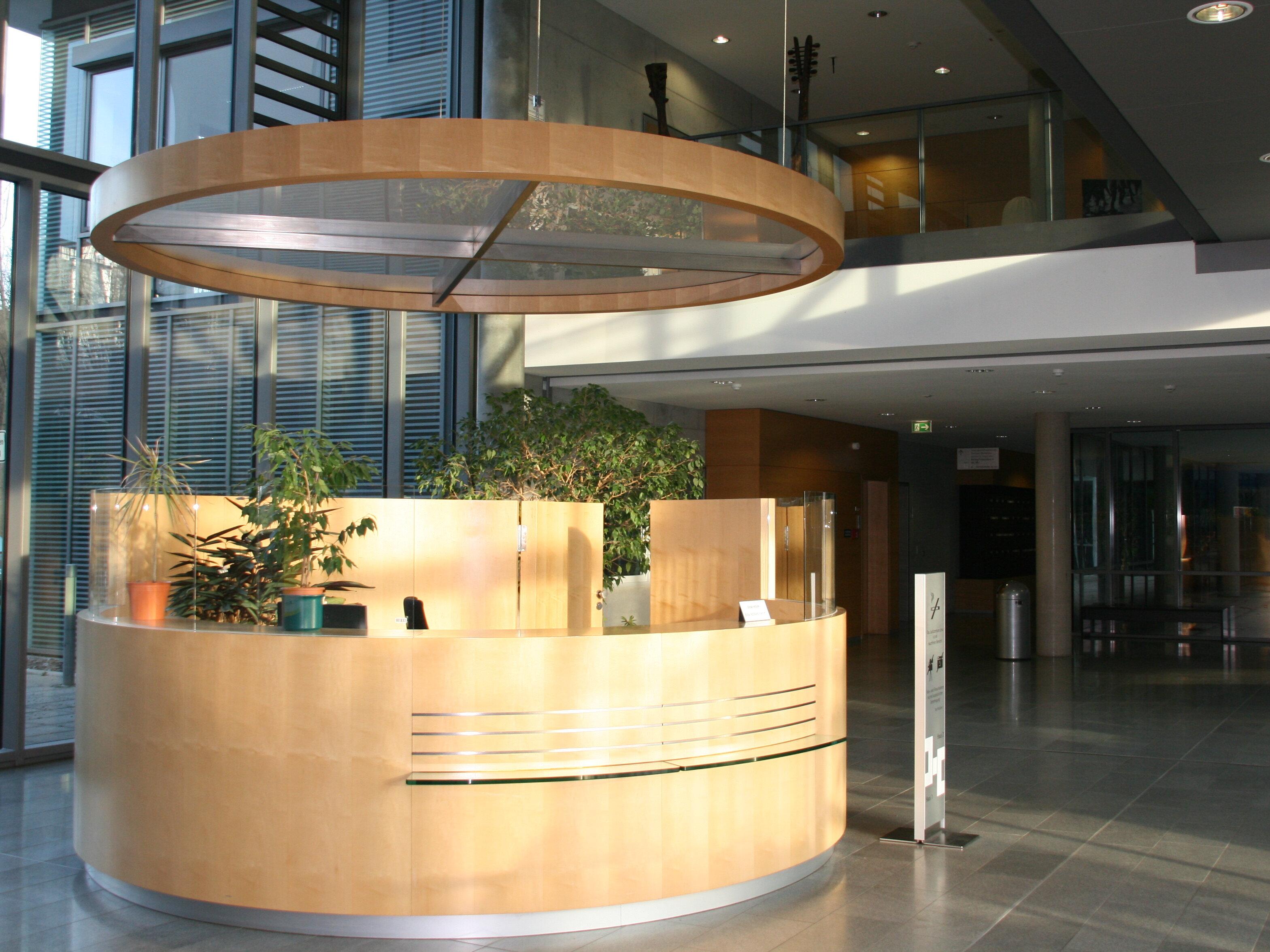 Bild: Foyer des Justizzentrums Jena